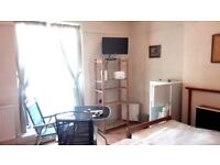 Lovely newly decorated clean and new fully furnished large double room in Brixton
