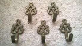 Antique brass ornate coat hooks - 5 in total approx 4.5cm tall x 2.5cm wide Collect only
