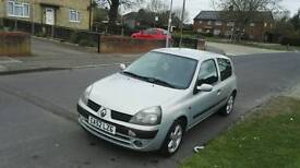 very clean nice Renault clio for sale