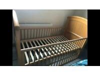 Cotbed + mattress + free linen