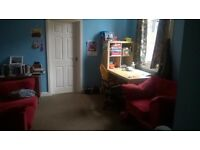 Large room to rent in flat share. Single or couple. Working or student only.