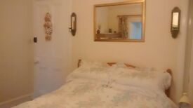 Large, comfortable double bedroom 20 minutes north of Perth - free wi-fi, TV and off-road parking.