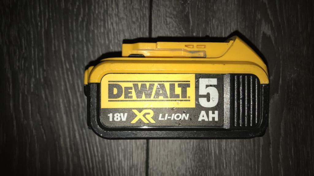 Dewalt battery 5AH 18v LI-ION