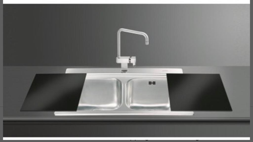 BRAND NEW IN BOX Smeg double kitchen sink