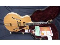 2005 Gibson Custom Shop Byrdland in Natural inc Gibson Hard Case