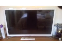 "white 32"" samsung smart tv"