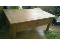 pine coffee table in excellent condition