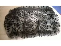 LARGE BLACK/WHITE/GREY ANIMAL PRINT HOLDALL (H)