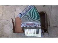 accordion alvari, 15 keys.