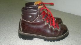 Children's boy/girl brown boots. Size 37 (I think that's a UK size 5?). Very good condition