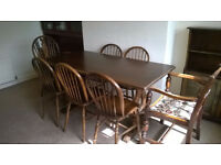 Lovely solid wood dining table and 7 chairs, vgc