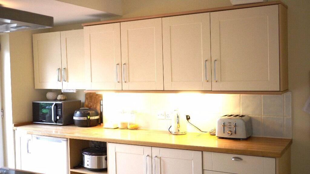 Shaker Style Kitchen, Hotpoint Extractor and Bush Oven