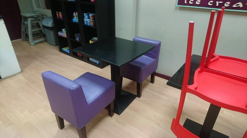 4x Purple Leather Chairs (cafe/Coffee/chippy)