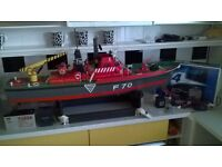 LARGE RADIO CONTROLLED MODEL BOAT(could post)