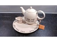 'Tea for one' cup and teapot set