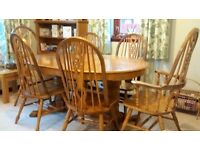 Oval extendable dining table and 6 chairs (2 with Arms)