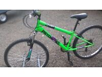 LADIES ADULT MOUNTAIN BIKE HAS FRONT SUSPENSION 26 INCH ALLOY WHEELS