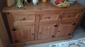 Solid pain drawer chest