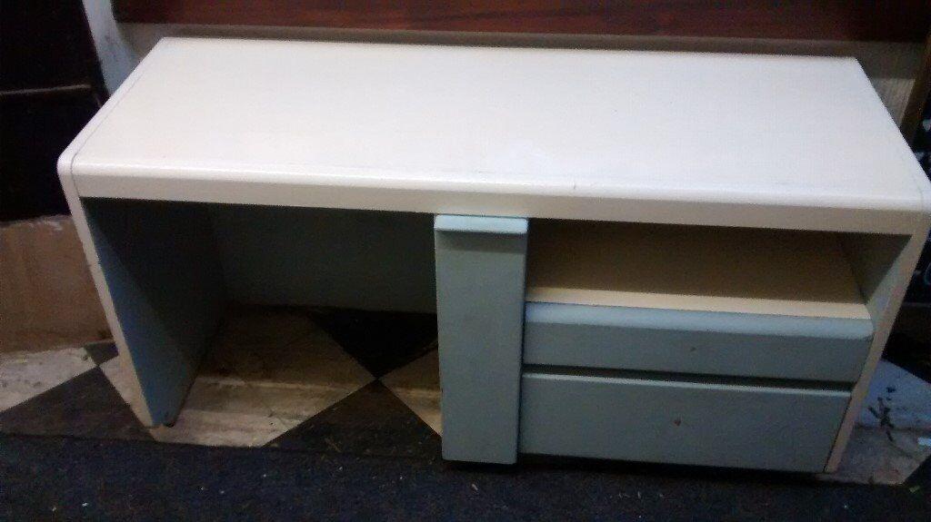 Desk/dressing table solid construction