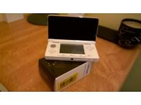 nintendo 3ds in white