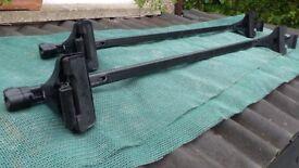 Thule Lockable Roof Bars