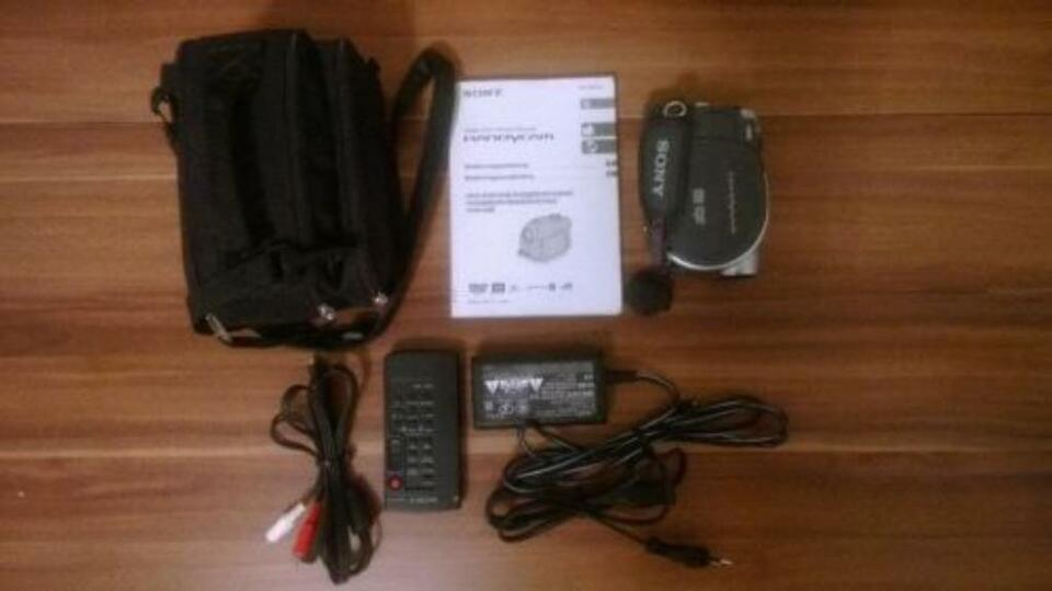 Sony DCR-DVD105 Digital Video Camera Recorder+Tasche in