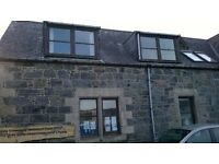 Lovely sunny flat in Lochinver , close to the village and amenities.