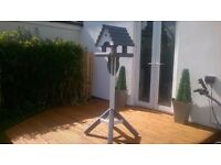 LOVELY GARDEN BIRD TABLE / FEEDER