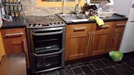 B&Q oak effect small kitchen for sale: costs over £1000 new. MUST UPLIFT BY SATURDAY 1ST APRIL