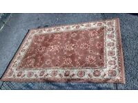 RETRO BROWN PATTERNED RUG MEASURES APPROX 130 CM X 190 CM.