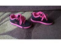 girls Sidewalk sports trainers, (like Heelys)