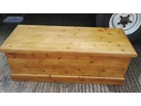 LARGE SOLID QUALITY PINE STORAGE/CHEST/BOX EX CONDITION