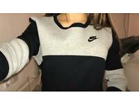 Nike ladies top black and grey (Medium)