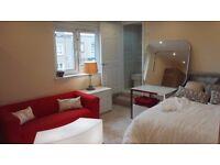 Luxury en suite (private toilet, Room 4) - Napier Uni, direct buses city centre, Herio Watt Uni