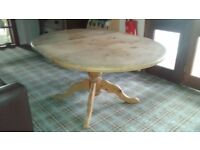 Round/Oval extending pine dining table