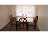 Solid wood Dining table and 4 chairs - Extendable