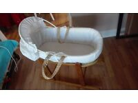 Moses Basket complet Moses basket good as new hardly used going cheap grab a bargain