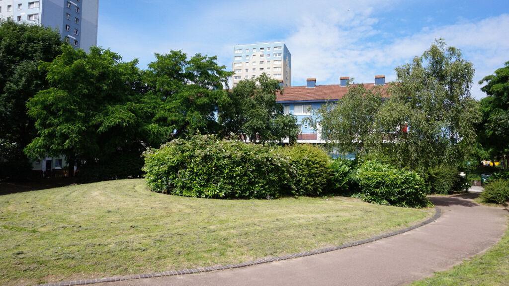 Deptford SE8. Newly Refurbished Light & Spacious 3-4 Bed Furnished/Unfurnished Flat with Garden