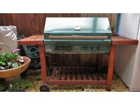 BARBEQUE - HERITAGE 4 GAS BURNER - GREEN/ENAMEL/CEDAR WOOD FRAME