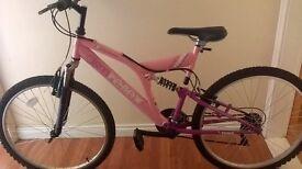 24 inch ladies/girls bike like new.