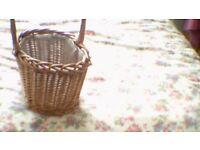 2 baskets suitable for decoration