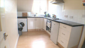 *** Spacious one bedroom in Earlsfield with some bills included for only £1,000 pcm ***