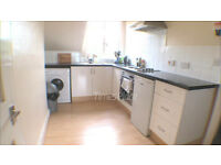 *** Spacious one bedroom in Earlsfield with some bills included for only £1,100 pcm ***