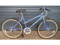 RALIEGH CALYPSO HYBRID BIKE IN IMACULATE ALMOST NEW CONDITION. (SUIT TEENAGER / SMALL LADY)..