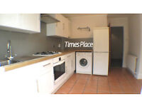 ** Charming one bedroom ground floor Victorian conversion with garden in between the commons **