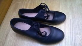 Size 4 black Bloch tap shoes