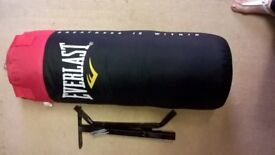 Everlast 3ft punch bag with bracket, mitts,gloves and extras