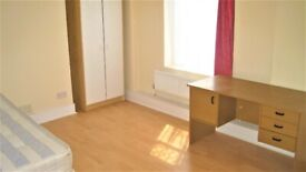 SPACIOUS 4 BEDROOM HOUSE CLOSE WALKING DISTANCE TO STRATFORD UNDERGROUND AND WESTFIELD SHOPPING !