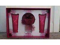 Vera Wang Lovestruck Perfume Gift Set (OPEN TO OFFERS)