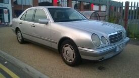 Mercedes Benz E200, Manual.
